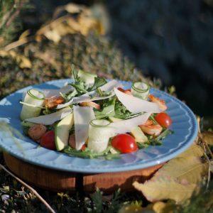 Салат з креветками та авокадо в Парк-кафе Маріанна
