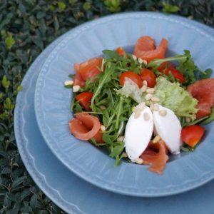 Салат з лососем та руколою в Парк-кафе Маріанна